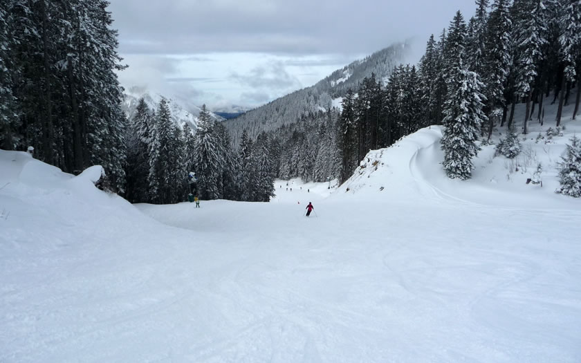 One of the wide ski runs at the Spitzingsee ski area