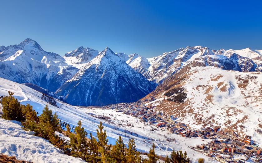 Les 2 Alpes ski resort, France